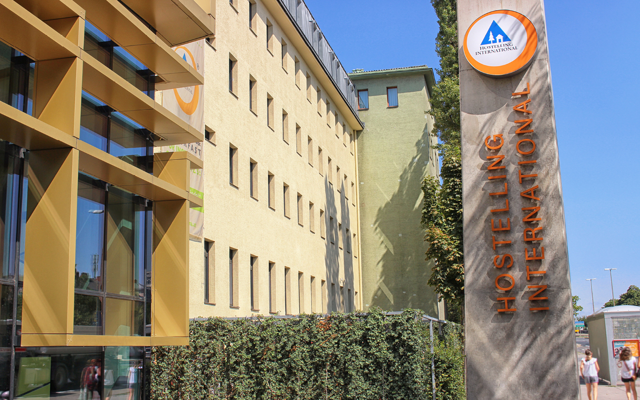 1200 Vienna Brigittenau Wien - Jugendgästehaus aussen / Youth Hostel outside