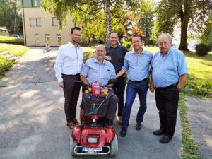 Hermann Schmid, wie man ihn kennt! Immer im Einsatz für die Familien und deren Angehörigen. – mit Markus Wutscher, Hermann Schmid und Michael Raunig