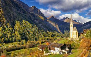 Bergpanorama Jugendgästehaus Heiligenblut am Großglockner im Herbst