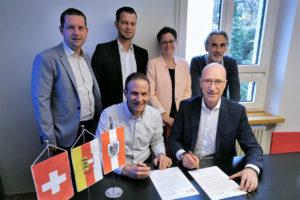 Unterschrift Kooperationsvereinbarung zwischen Schweizer & Kärntner Jugendherbergsverband