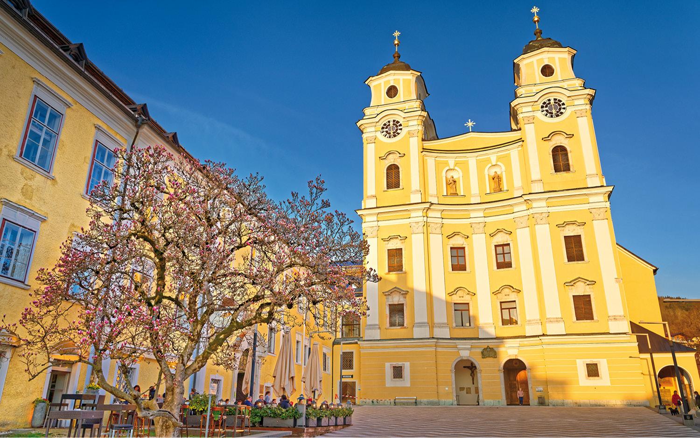 Jugendgästehaus Mondsee Basilika St. Michael - © Christoph Sammer