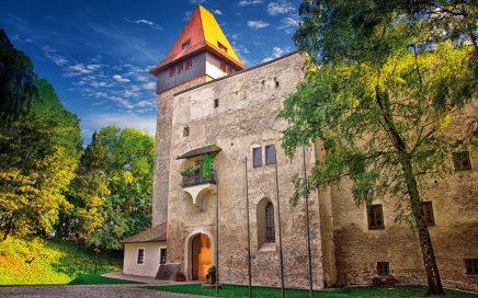 Jugendherberge Schloss Ulmerfeld aussen