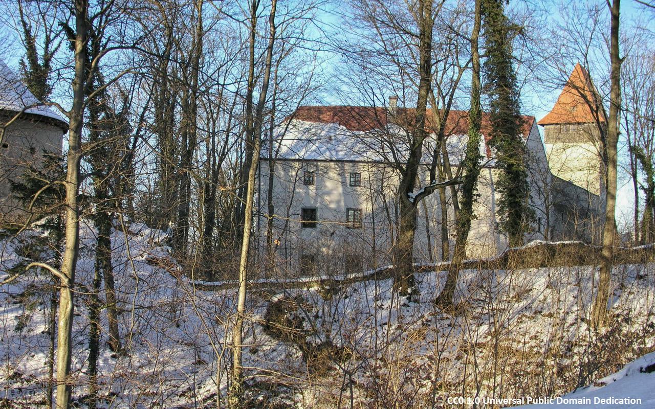 Schloss Ulmerfeld im Winter - Foto Public Domain