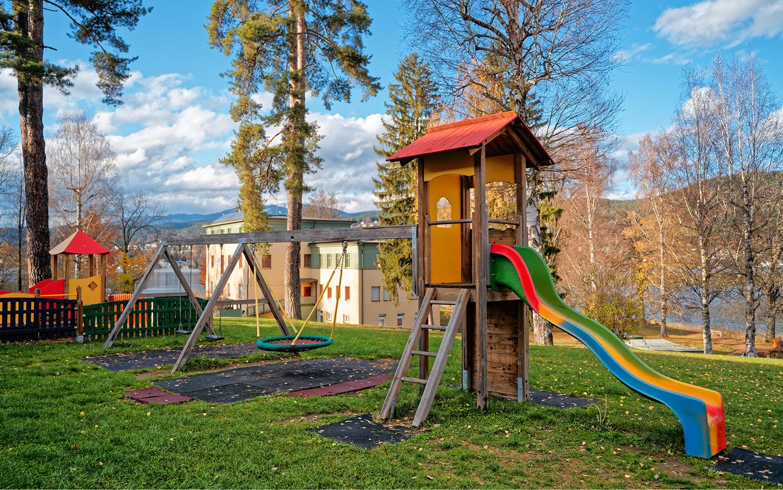 Jugendgästehaus Velden Cap Wörth Kinderspielplatz - © Christoph Sammer